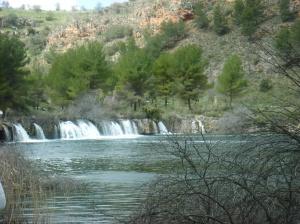 Salto de agua en las Lagunas de Ruidera