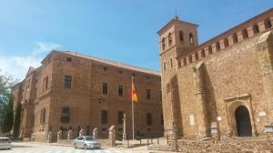 Vista del Palacio del Marqués de Santa Cruz y de la Iglesia de la Asunción (Viso del Marqués, Ciudad Real)