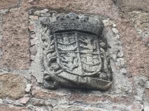 Escudo del Reino de Castilla en el castillo de Mombeltrán (Avila)